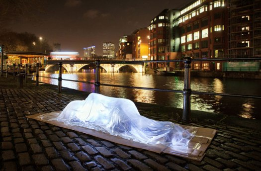 glass-homeless-dnews-files-2015-12-transluscent-sculpture-captures-plight-670-jpg